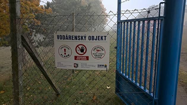 Do stavby úpravny vod se za necelých deset milionů korun se pustili v Miroslavi. Vysokou kvalitu pitné vody zajistí sady speciálních filtrů.