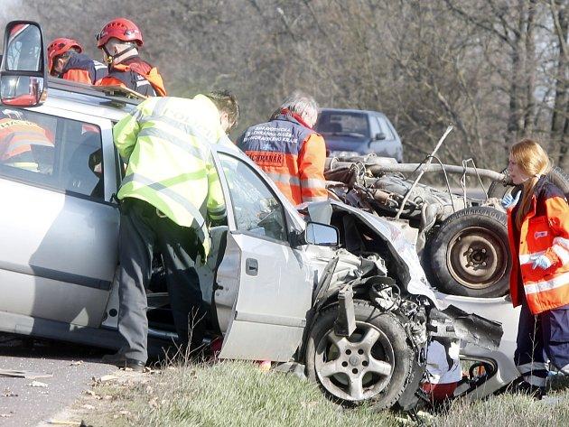 Tragická dopravní nehoda se stala v pátek 18. března odpoledne na silnici druhé třídy mezi Dyjí a Tasovicemi.