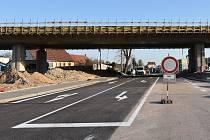 Po deseti měsících objíždění se pro autobusy i osobní auta otevřou silnice ve znojemských ulicích Přímětická a Hlavní. Průjezdná má být Přímětická pod novým mostem v pátek 19. dubna.