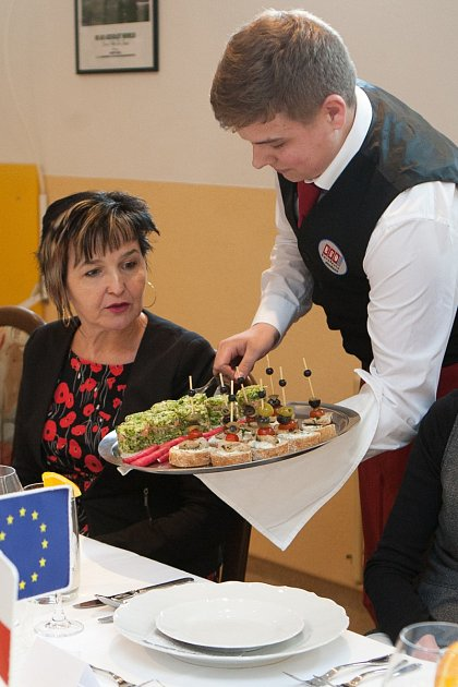 Maturanti oboru hotelnictví a turismu na Euroškole vČeské Lípě ve středu skládali praktickou část zkoušky dospělosti.