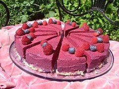 Rybízový raw dort.