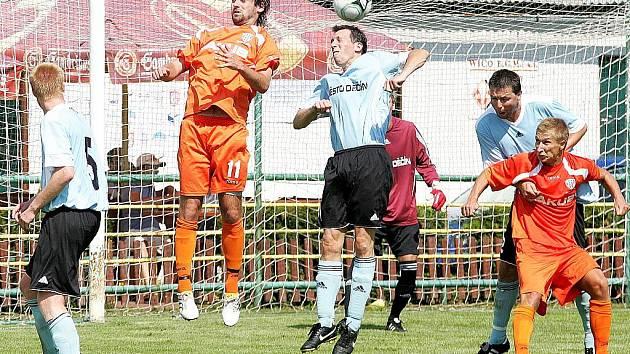 První zápasové testy v rámci letní přípravy  mají za sebou fotbalisté českolipského Arsenalu. Na turnaji v Děčíně obsadili druhou příčku, když nejprve porazili domácí tým  a ve finále podlehli Varnsdorfu.