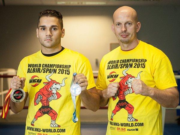 Českolipský kickboxer Petr Špikla společně se svým trenérem a šéfem Viper Clubu Česká Lípa Radkem Procházkou.