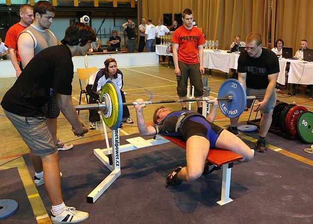 V Novém Boru právě probíhá ME v bench pressu 2008.Na snímku De Rudder Brieuc z holandska.