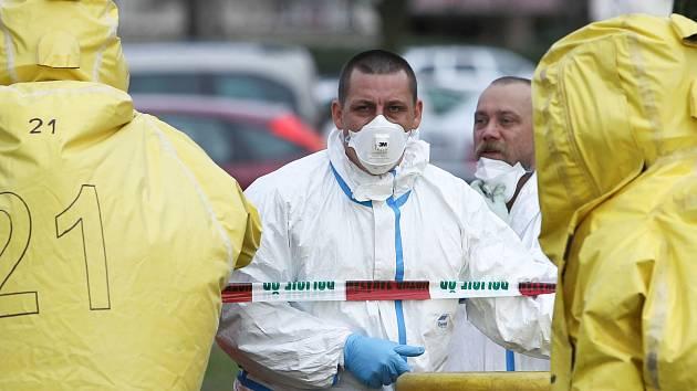Hasiči dnes evakuovali Okresní soud v České Lípě kvůli nálezu obálky s bílým práškem.
