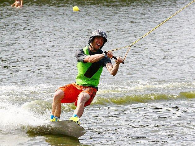 Druhé kolo letošního Mistrovství České republiky ve wakeboardingu a wakeskatingu na vleku se jelo o víkendu ve Stráži pod Ralskem.