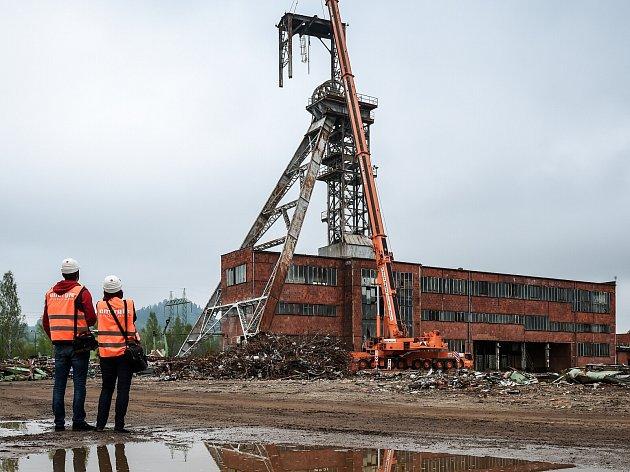 Likvidace důlní věže v květnu 2015.