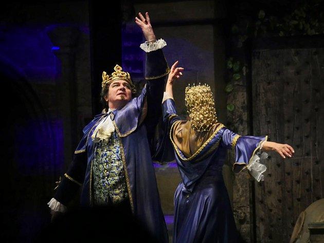 Vroli krále se divákům představuje Vlastimil Harapes .