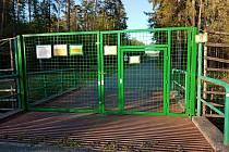 Lesníci z Mimoně dokončili ochranu obory Židlov v Ralsku proti šelmám