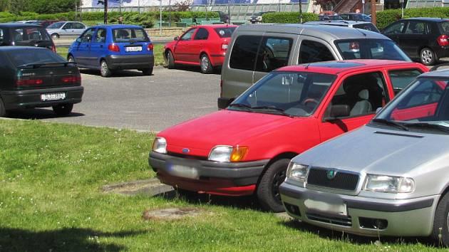 Za parkování řidiči v České Lípě zaplatí už i u Kulturního domu Crystal.