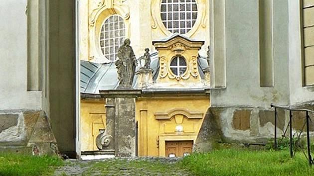 Na návrší údajně byla svatyně staroslovanského boha Svatovíta. Konaly se tu nejen rituální slavnosti ale i věštby.