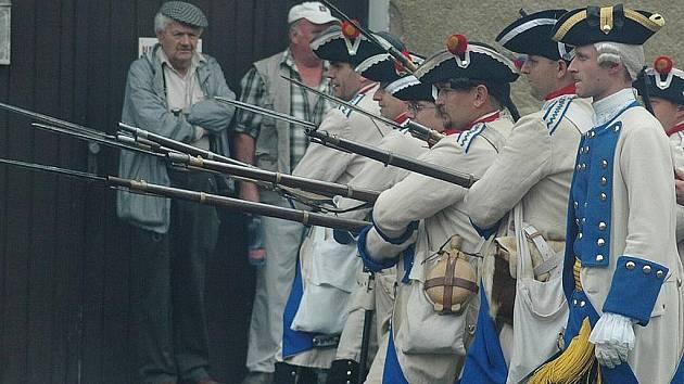 Život v obci se v sobotu vrátí do druhé poloviny 18.století, kdy Kravaře v pravé poledne obsadí pruská armáda.
