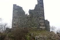 Zřícenina hradu Ralsko vydala mimořádné archeologické nálezy. Dominanta Mimoně byla podle nich jiná, větší.