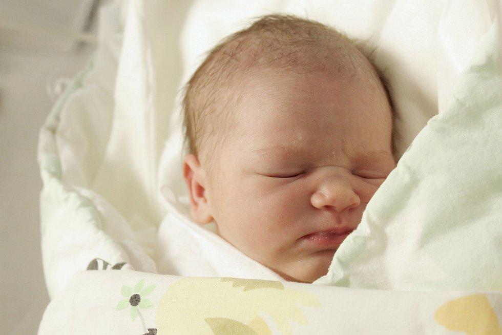 Rodičům Haně Hříbalové a Martinu Poláčkovi z Maxova se v úterý 30. června ve 2:50 hodin narodila dcera Anna Poláčková. Měřila 51 cm a vážila 3,72 kg.