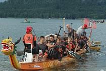 Druhý ročník závodu dračích lodí se uskutečnil v roce 2011 na Máchově jezeře v Doksech.