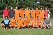 Tým Spartaku Dubice po poslední jarním zápase 2012.