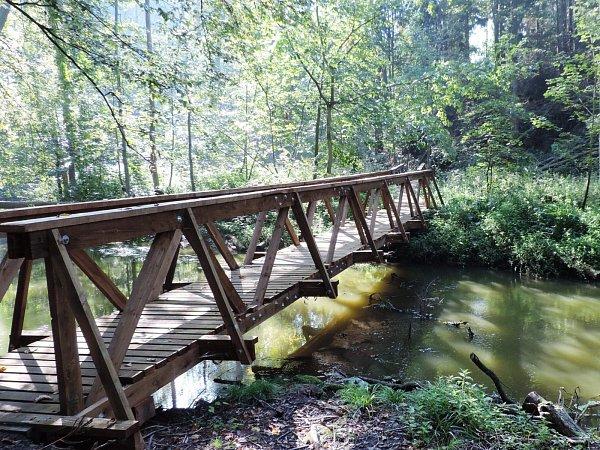 Státní podnik Lesy ČR loni dokončil rozsáhlou rekonstrukci stezky, do níž investoval bezmála čtyři miliony korun.