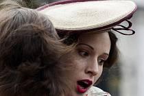Hlavní hrdinku hraje slovenská herečka Táňa Pauhofová.