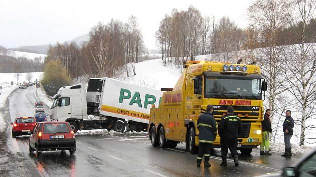 uvízlý kamion v Chotovickém kopci