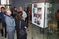 Velkolepou vernisáží se zahraniční účastí začala v pátek 8. dubna výstava Emil Rimpler příběh lásky ke sklu.