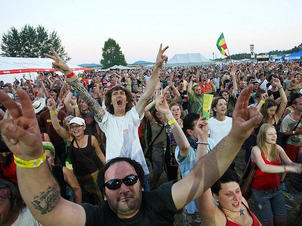 Páteční večer na RealBeat reggae v Žizníkově.