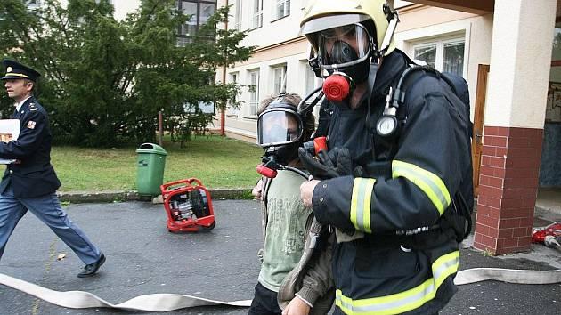 V Základní škole v Partyzánské ulici vypukl v úterý cvičný požár.