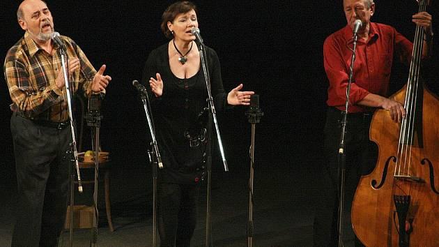Legendární folková skupina Spirituál kvintet vystoupila ve středu v novoborském městském divadle.
