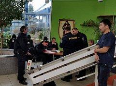 V Libereckém kraji letos proběhly už čtyři větší kontroly zaměřené na zaměstnávání cizinců. Ti tvoří v řadě firem značnou část pracovníků. Foto: PČR