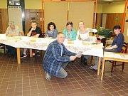 Česká Lípa je rozdělena na 44 volebních okrsků, v prostorách ZŠ Lada sídlí dva z nich.