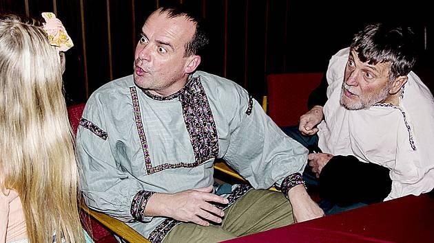 V hlavní roli silvestrovské inscenace se představí Pavel Landovský (na snímku uprostřed).