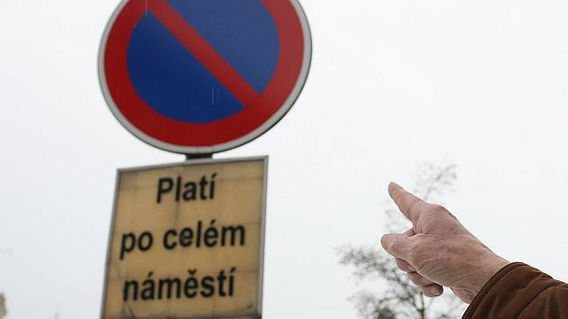Tato značka zmizela v dubnu 2010 z dokského náměstí. Vrátí se na své místo?