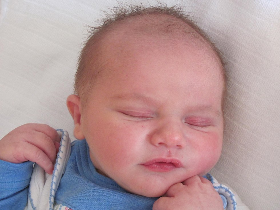 5.Mamince Romaně Šináglové ze Skalky u Doks se 9. září v 6:18 hod. narodil syn Adam Šinágl. Měřil 50 cm a vážil 3,64 kg.