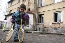 Novoborským Romům chce radnice prodat v dražbě střechu nad hlavou