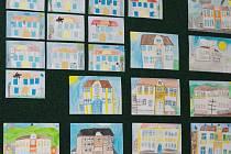K významnému jubileu české školy ve Skalici připravili v obci výstavu. Její součástí jsou kromě dobových fotografií od pamětníků i výtvarné práce současných žáků.