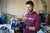 Mistrem americké retuše je sportovec Roman Vítek, na IGS tvoří v dílně Crystalexu CZ