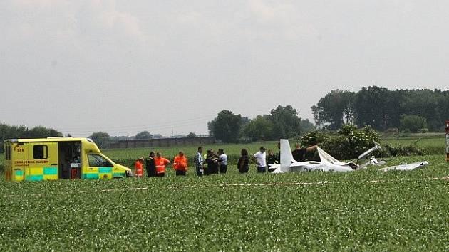 Ultralight se dvěma muži z Českolipska se zřítil při leteckém dnu v Nymburce.