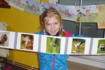 Radost z knih mají opět děti v Okrouhlé u Nového Boru. Díky Evě Kraumanové, která půjčovně vrátila život.