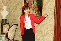 Michaela Dolinová provází návštěvníky po státním zámku v Zákupech.