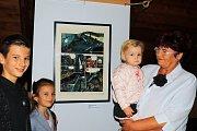 V Městském muzeu v Mimoni začala výstava známého českého malíře a komiksového kreslíře Káji Saudka. Na vernisáž dorazila i jeho manželka.