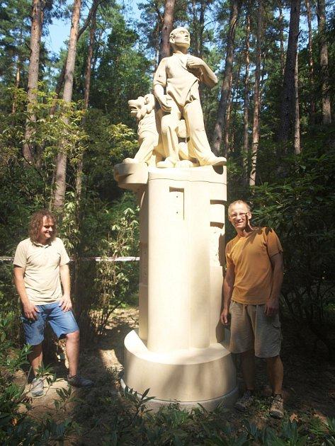Na své místo se vrátil pomník hrdinům Rumburské vzpoury zroku 1918ve své původní podobě, kterou mu vtiskl vroce 1923významný český sochař Karel Dvořák.