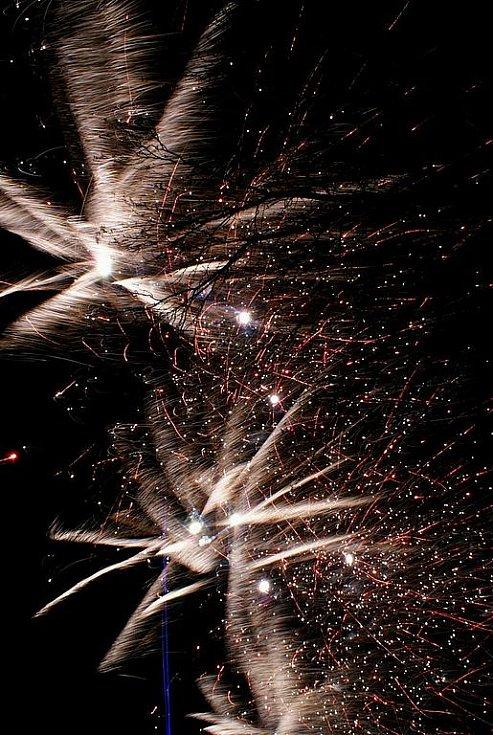 Tradiční Novoročníh ohňostroj ze Skalice.