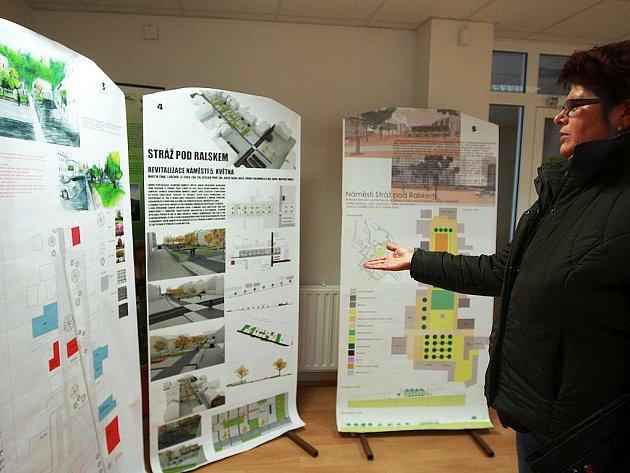 Jaké bude náměstí 5. května ve Stráži pod Ralskem si mají možnost prohlédnout místní obyvatelé v budově zdejšího městského úřadu. A na výběr mají hned několik variant, které vzešly z ročníkových prací studentů architektury Technické univerzity Liberec.