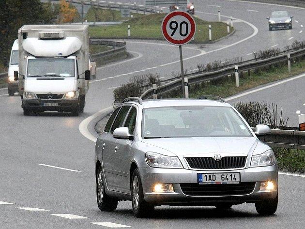 RYCHLOSTNÍ KOMUNIKACI I/35 bude od ledna pečlivěji hlídat zbrusu nový tým krajských dopravních policistů.