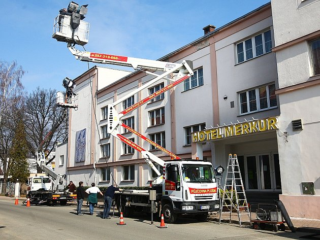 Včeskolipském hotelu Merkur se natáčely scény do nového filmu oJanu Palachovi.