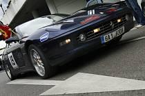 Závod silných, rychlých a nevšedních aut Diamond Race 2008, který ve čtvrtek odstartoval v Praze, zavítá také do Sosnové.
