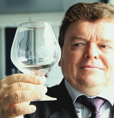 ZÁŘÍ 2009.Společnost CBC Invest kupuje za 397milionů podnik Crystalex.