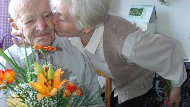 Nejstarší občan Libereckého kraje Jsef Ráž z Nového Boru s dcerou Věrou Macháčkovou