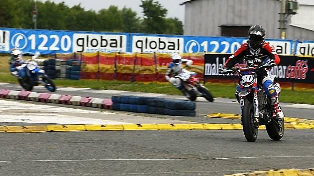 Diváci, kteří o víkendu dorazili do Sosnové na MS MOGUL Supermoto si užili pořádnou dávku sportovního adrenalinu.