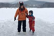 Jako celé generace dětí v České Lípě, absolvoval Martin Bureš z Janova první bruslařské krůčky na zamrzlé hladině bývalé pískovny v českolipské Dubici.