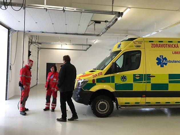 Kromě nových garáží budou mít záchranáři brzy i nové sanity.